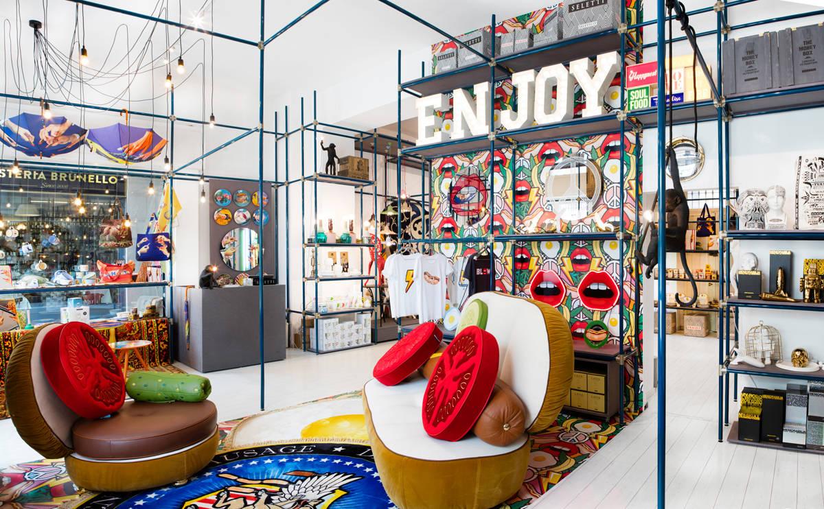 Il nuovo flagship store seletti all 39 insegna della pop art for Store design milano
