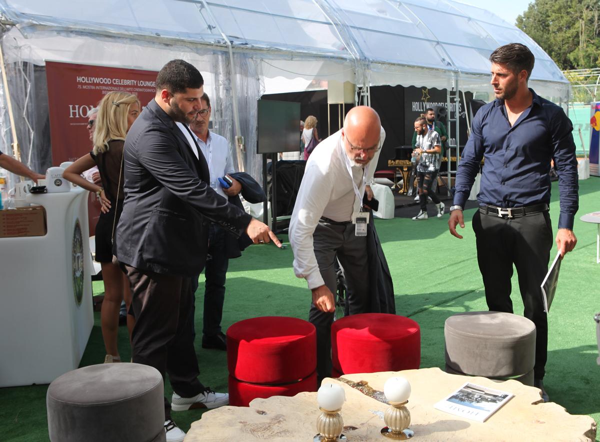 Salvatore Esposito all'Hollywood Celebrities Lounge. Spazio arredato da poltrone Bizzotto