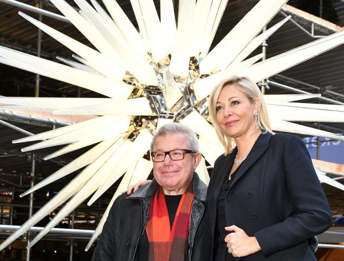 Daniel Libeskind And Nadja Swarovski Unveil The 2018 Swarovski Star In Rockefeller Center on November 14, 2018 in New York City. (© Bryan Bedder)