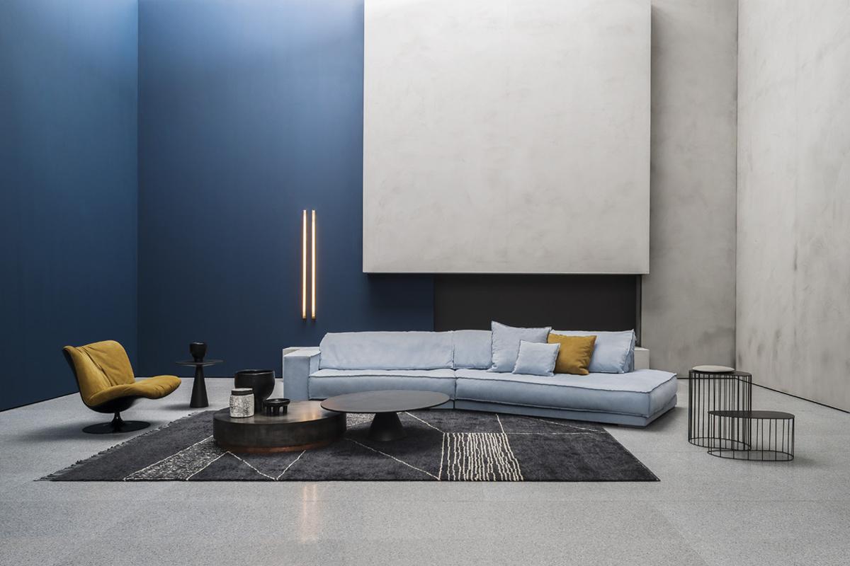 Divano/Sofa Budapest Soft, Designer Paola Navone. Pelle/Leather Kashmir Azure