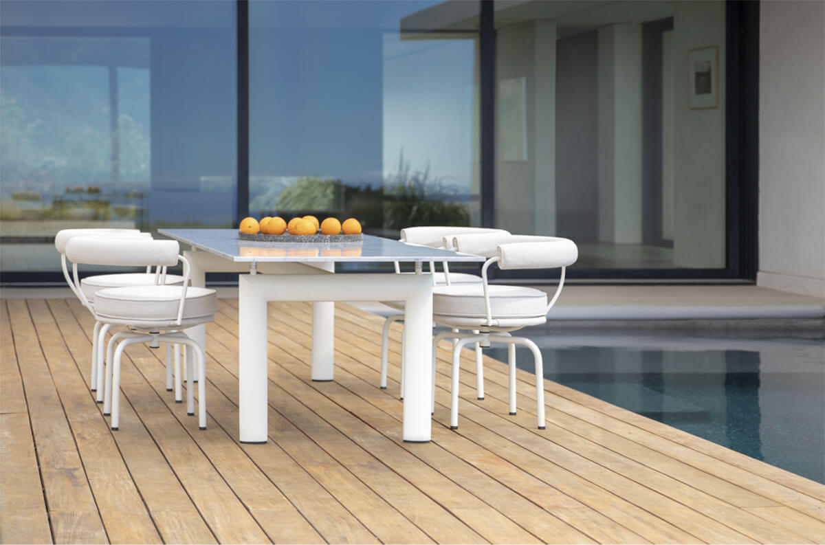Cassina Outdoor, collezione LC: Dining Table e Swivel Armchair