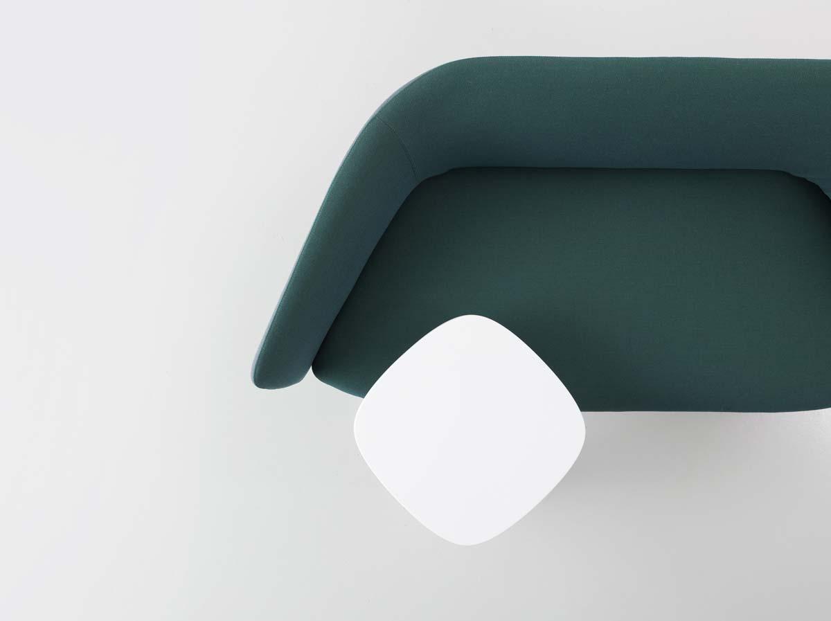 Font, il tavolino realizzato da Kristalia in Cristalplant
