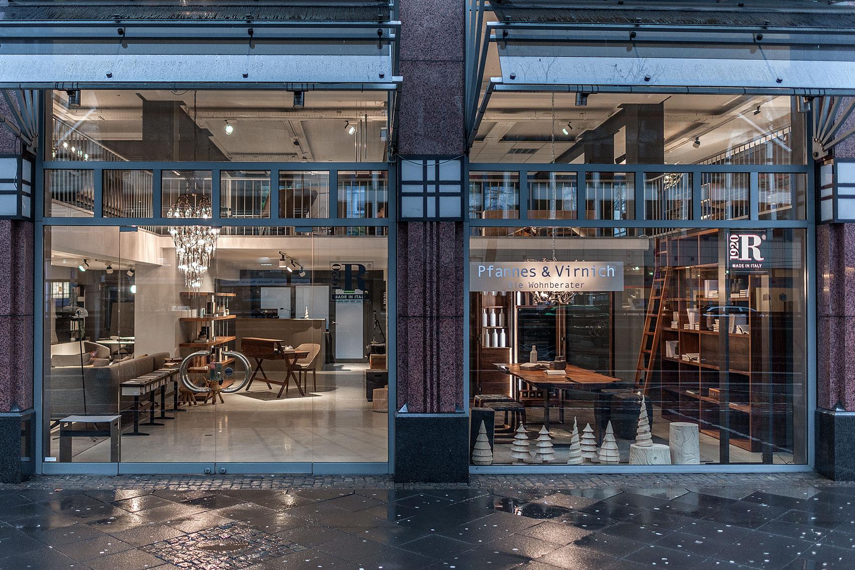 Flagshipe Store a Colonia di Riva 1920-Pfannes & Virnich