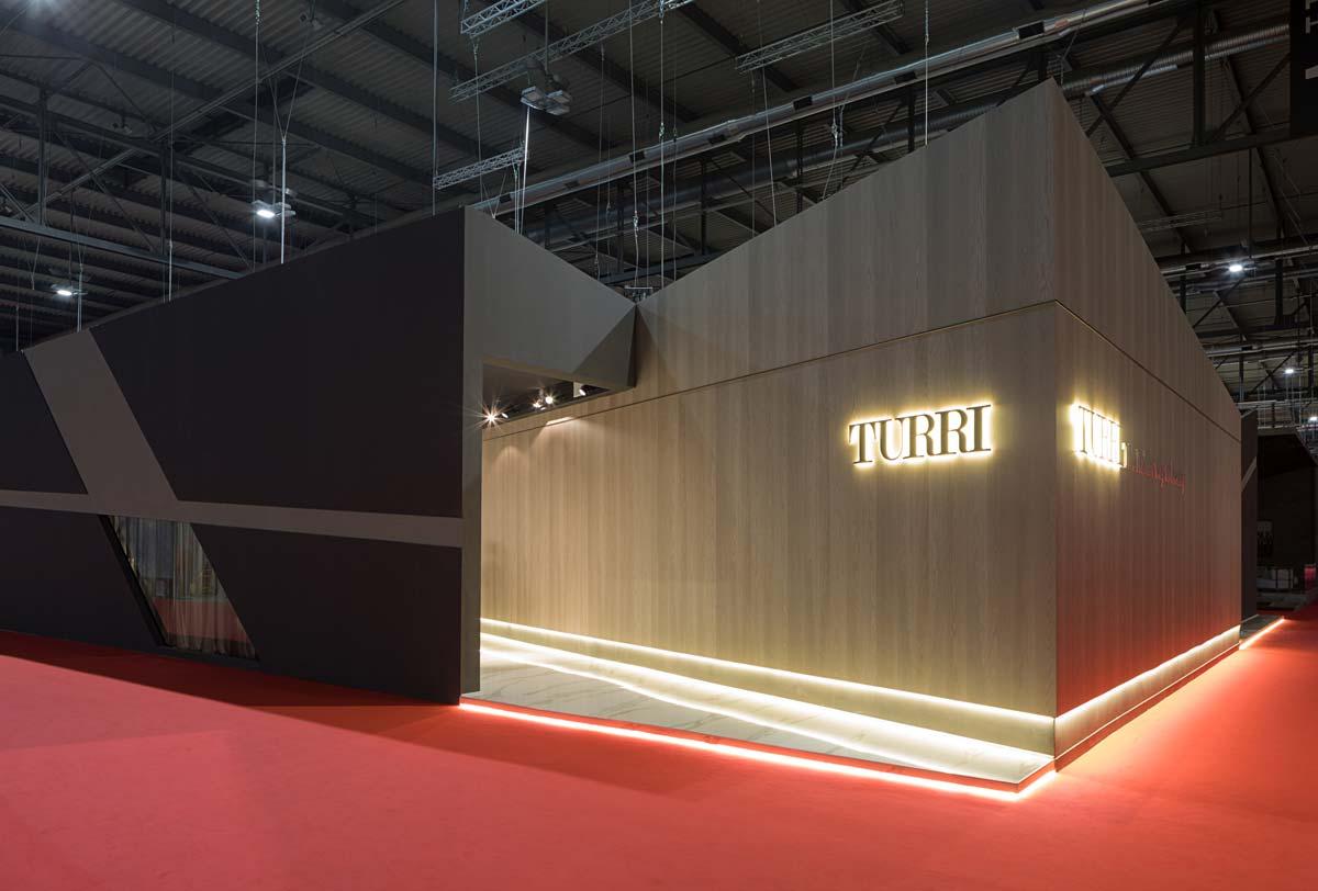 Entrance, stand di Turri