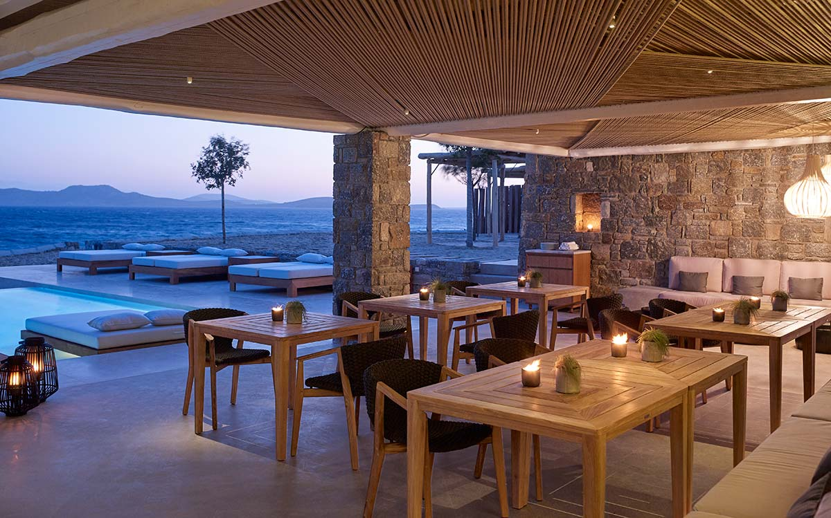 Tavolo e poltroncina Knit, Ethimo. © Bill & Coo Coast Suites Mykonos