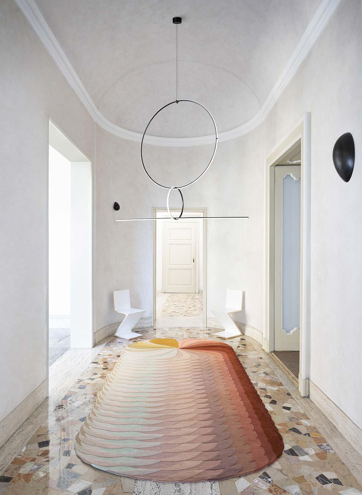 Slinkie by Patricia Urquiola, ©Beppe Brancato