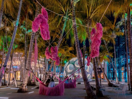 Miami Design District: installazione Pink Beasts di Fernando Laposse