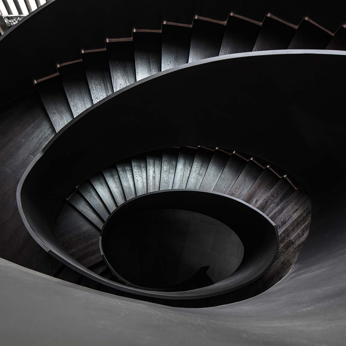 The-Middle-House-Shanghai---Staircase--2