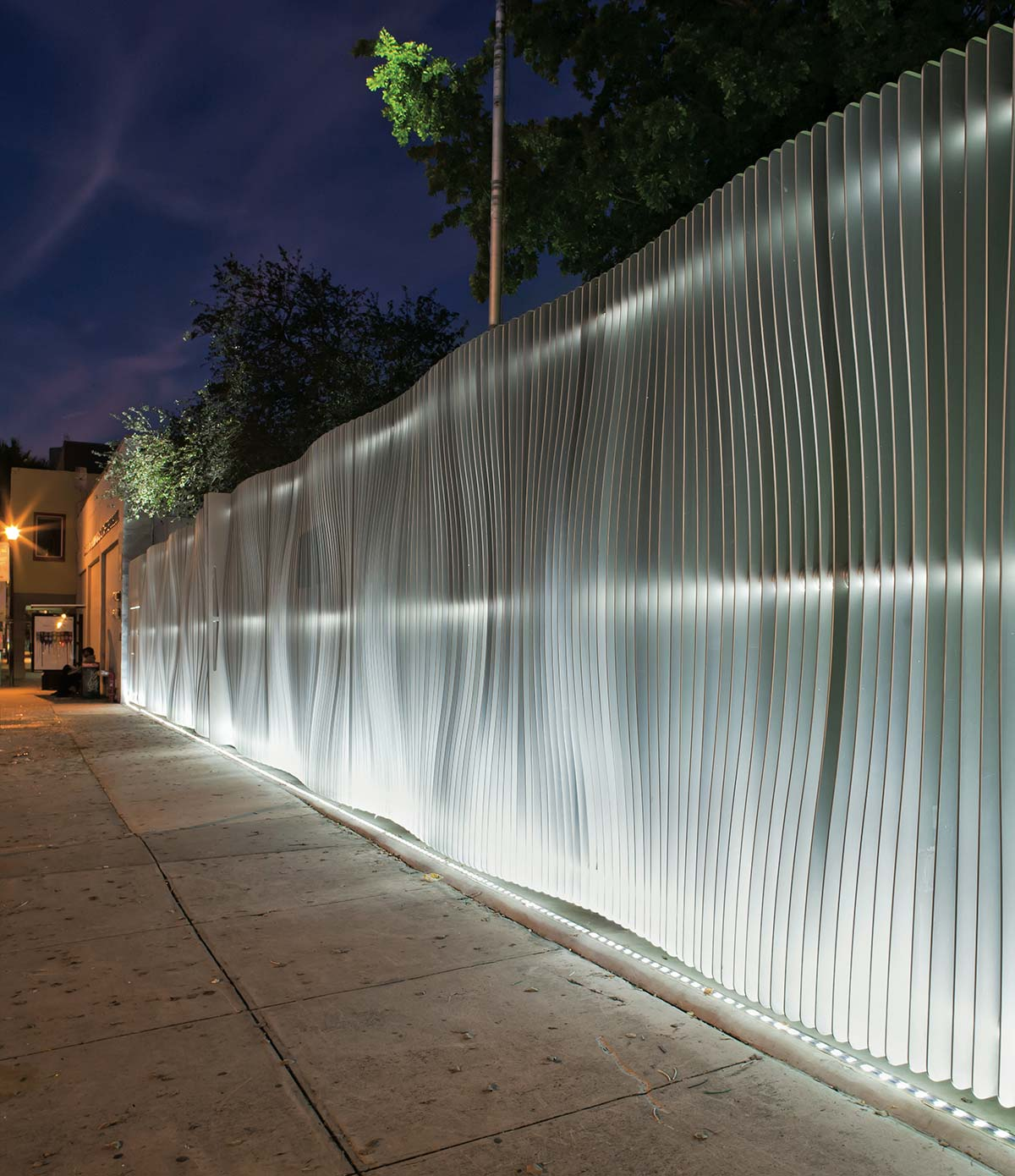 Dash fence by Marc Newson. Photo © Wyatt Gallery