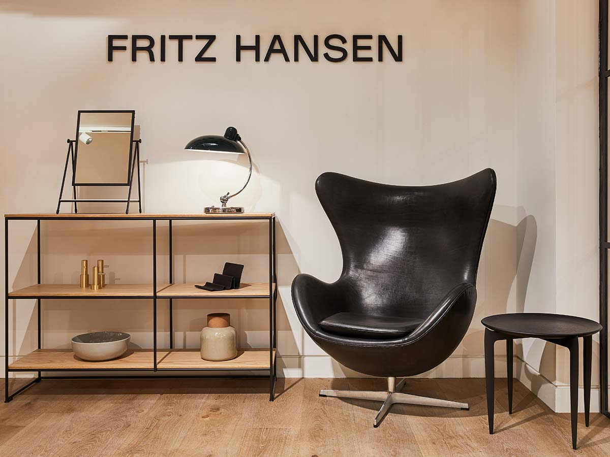 EGG™ lounge chair by Arne Jacobsen