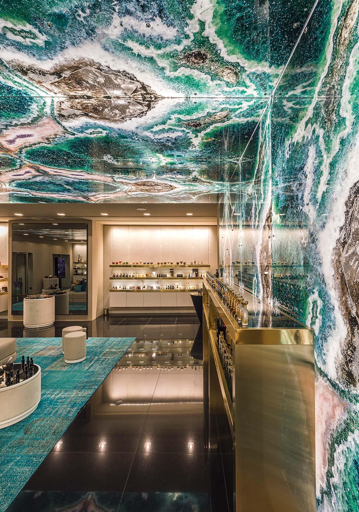Boutique Zhor, parete e soffitto Sicis in Vetrite Gem Glass, ©Mattia Aquila