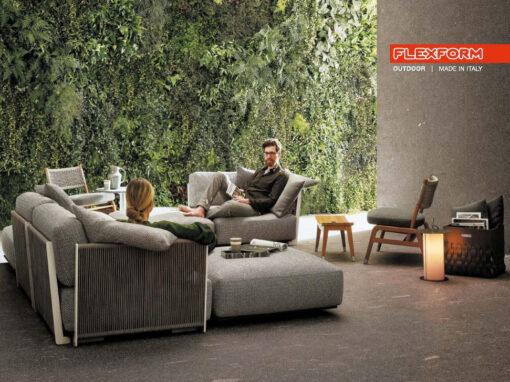Campagna pubblicitaria Flexform Outdoor, Al centro divano Vulcano by Antonio Citterio