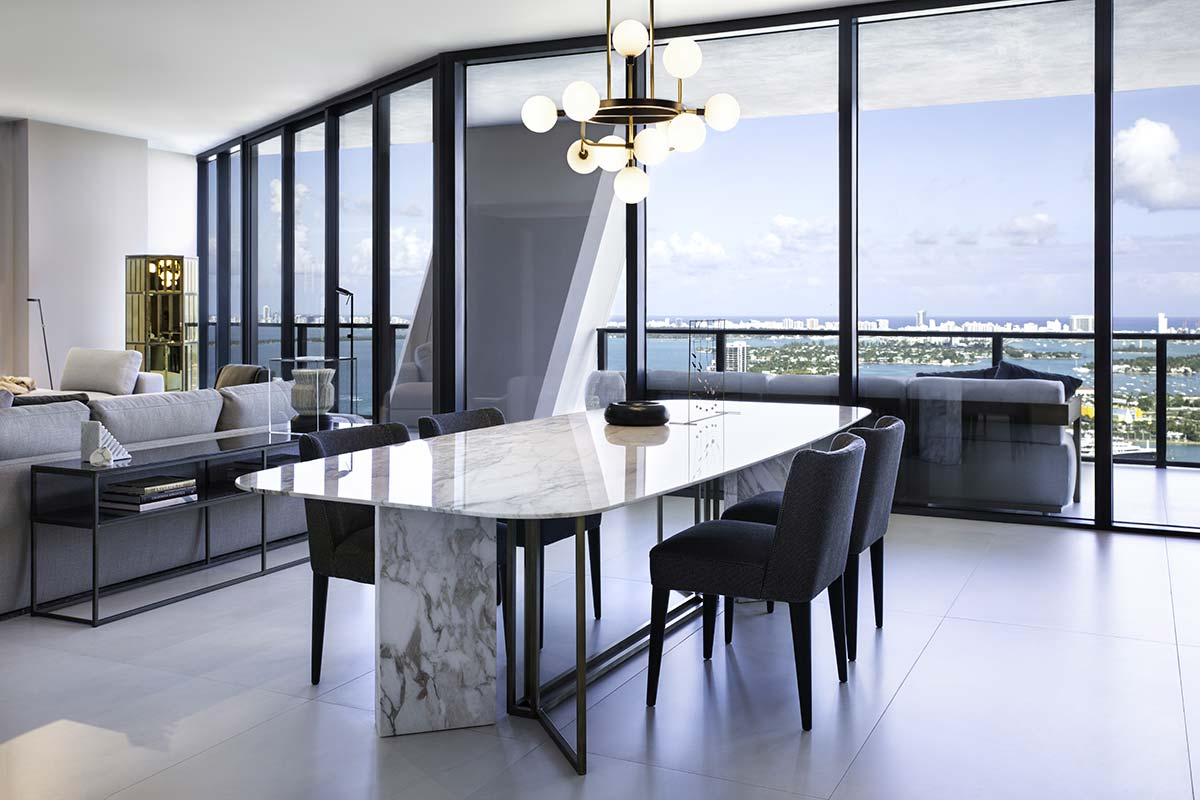 Plinto table and Kita chairs by Meridiani