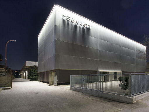 Megawatt Court, Milano