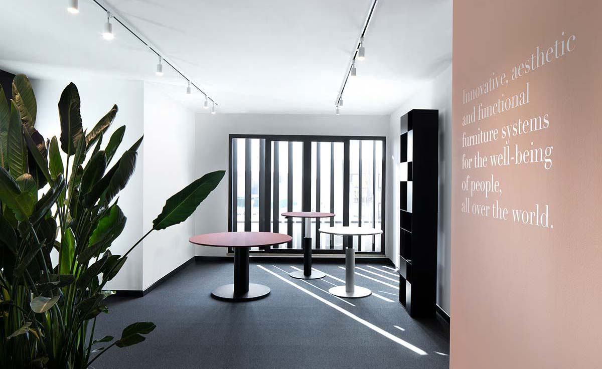 Moving Colours, Corporate Showroom, Mara - Photo © Mattia Pagani