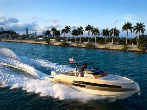 Invictus Yacht e Yamaha