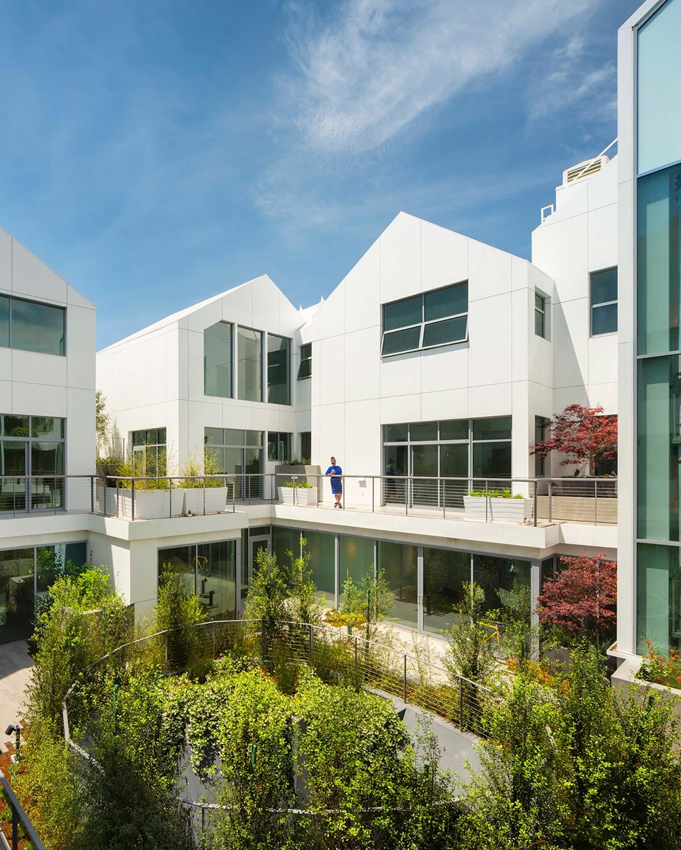 Gardenhouse, Los Angeles - Photo © Nic Lehoux