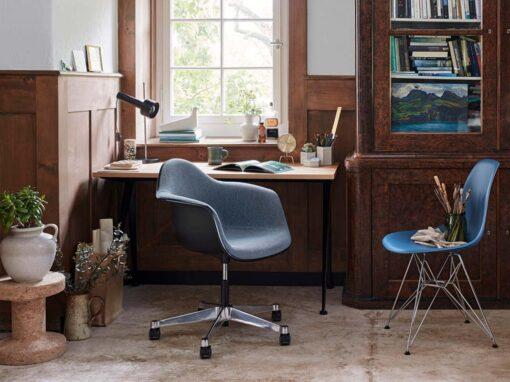Eames Plastic Side Chair DSR & Eames Pivot Armchair PACC Corkstool l'Oiseau by Vitra