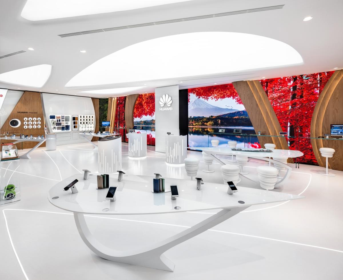 Alessandro Luciani | Huawei showroom