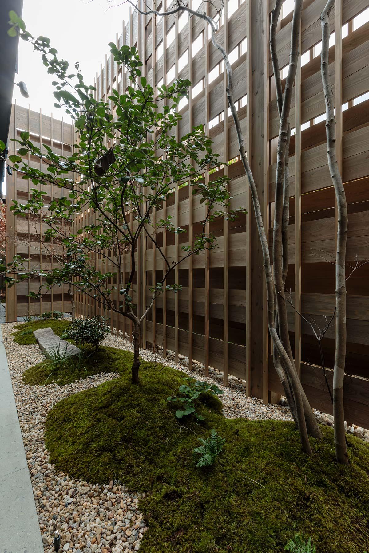 Azumi Setoda, Japan